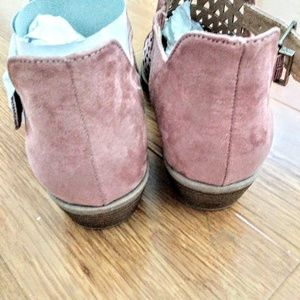 QUPID MAUVE CLOSED TOE BOOTIES 7.5 NEW
